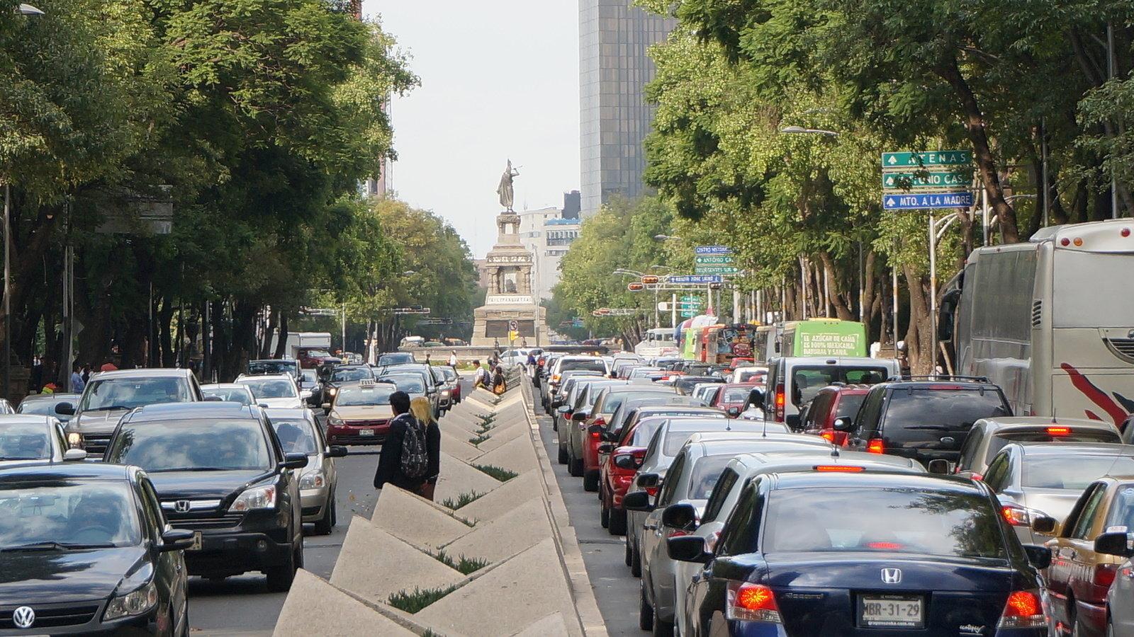 Circuito Gandhi : Petición · instalación de carril de bicicletas por todo paseo de la