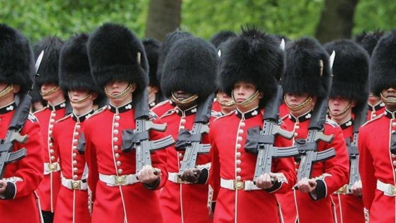 Bearskin - Wikipedia |Buckingham Palace Guards Hats