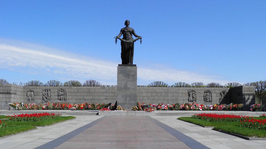 президент России и губернатор Санкт-Петербурга: Мемориальным доскам Маннергейма не место в России