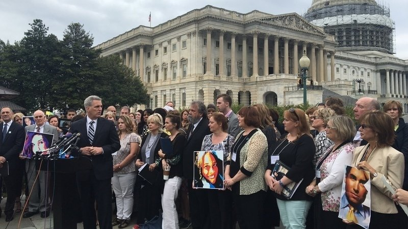 congress and the bill on addressing the opioid epidemic in america Amid a drug overdose epidemic, and with just a few days left in the legislative session, congress is attempting to hammer out a wide-ranging bill to curb opioid overdose deaths and expand.