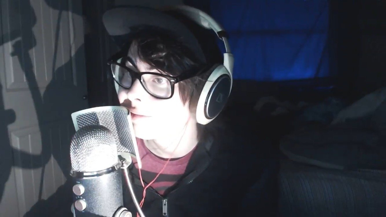 Change You Can Wear >> Petition · the reptilian brotherhood: Try to convince Calvin (Leafyishere) to wear glasses ...