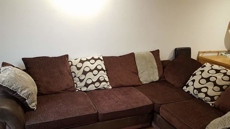 Do Not Sell The Communal Sofa Against The Will Of The Lads!