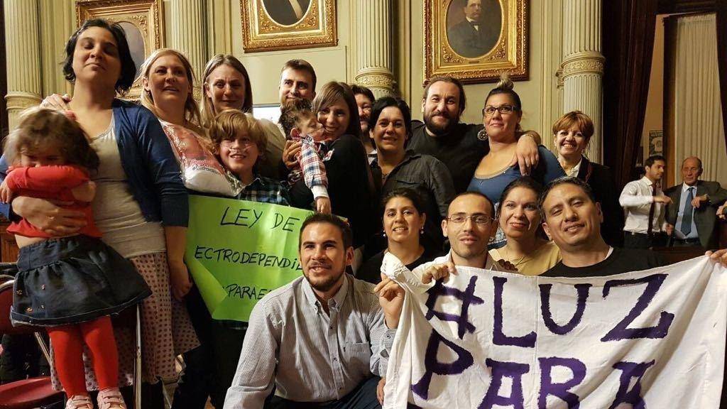 """@mauriciomacri @CasaRosada - Casa Rosada: #LuzParaEllos """"Mauricio Macri, por favor recíbanos"""". #LuzparaEllos"""