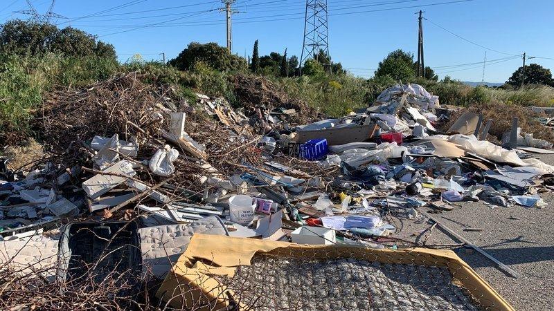 Nettoyage et dépollution de la décharge sauvage de la gare TGV d'Aix en Provence