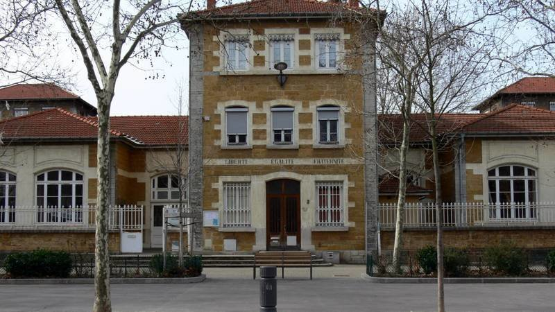 Petition Sauvons Les Emplois Aides A L Ecole Jean Mace