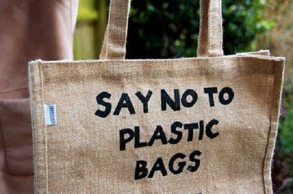 uses of plastic bags essay Should plastic bags be banned no because no,need to ban just reduce the use of plastic i don't think it using plastic should be banned, but we should reduce the use.