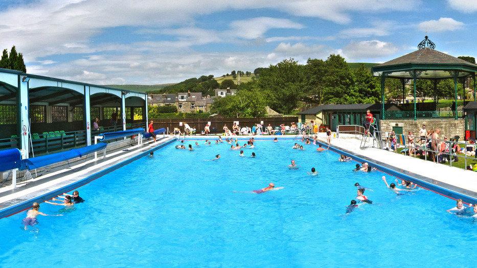 Topic Swimming Pools